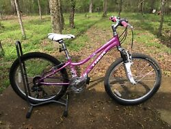 Used Trek Mt 220 Girls Bike 24 Inch Wheels 21 Speed Bicycle