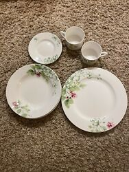 Mikasa Eight Piece Sketch Blossom China Dinner Set. 4 Plates 2 Bowls And Cups