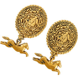 Auth Vintage Clip-on Earrings Gold Plating Cc Logo Oval Horse Motif Woman
