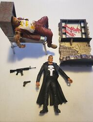 Diamond Select Punisher With Spiderman Pinball And Bar Back Wall