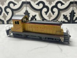 Walthers Union Pacific D. S. 1040 Diesel Locomotive