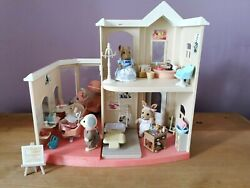 Sylvanian Families Beauty Salon Plus 5 Figures And Accessories Calico Critter