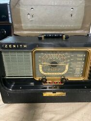Antique Zenith Radio. Sold As Is All Tubes Are Ther