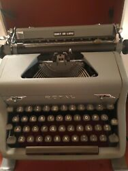 Vintage Royal Quiet De Luxe M/portable Typewriter W/case And Ribbon 1952 2392529