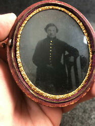 Rare Us Civil War Ferrotype 1/6 Plate Union Soldier In Oval Leather Case