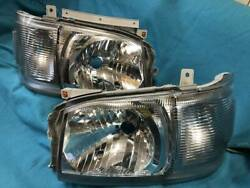 Use Period Is Small Toyota Hiace Series 20012 Headlight Genuine Parts No61