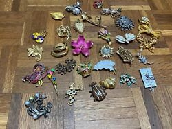 Lot Of 31 Vintage Pins Brooches Coro Capri Monet Trifari And More Mostly Signed