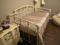 Elliott's Designs Metal Twin-size Day Bed In Antique White