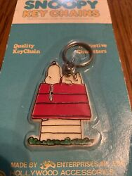 Vintage 1965 Peanuts Snoopy Doghouse Keychain New In Packaging- 99070