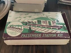 Plasticville O Rs-8 Passenger Station Kit In Box Freight Station Box Incomplete