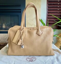 Hermes Victoria 2 Ii Fourre-tout 35 Bag Taurillon Clemence Leather Tote Camel