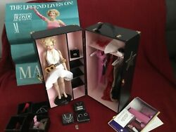 Marilyn Monroe 16 Franklin Mint Doll With Dresses Accessories And Wardrobe Trunk