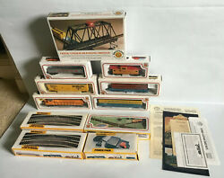 Vintage Bachmann Union Pacific 866 Train Set 5 Cars, Track, Power Pack And Signs