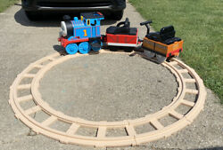 Peg Perego Thomas The Train Ride On With Charger 3 Pieces And Track