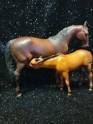 Breyer traditional Thoroughbred Mare And Foal