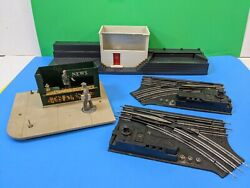 4 Vintage Lionel Train Items - For Parts - Switch Tracks And Run Down Buildings