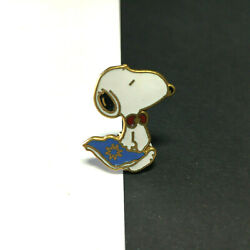Vintage SKI PIN 1956 United Feature SNOOPY Hat Ski Pin Lapel Collectible VV112