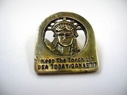 Vintage Collectible Pin Keep The Torch Lit Usa Today Gannett Statue Of Liberty
