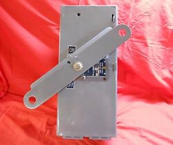 Square D Sd-3220 3p 240v Buss Duct Switch With 200 Amp Fuses