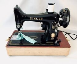 Rare Vintage Singer Sewing Machine 99-31 Original Carrying Case And Attachments
