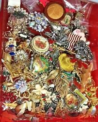 FREE SHIP Vintage Now Jewelry Lot GOOD Wear Resell 5 Pc Brooch Necklace Box Mix