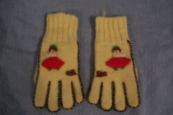 Vintage 1950s Girl's Wool Gloves with Design