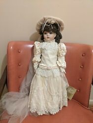 Franklin Heirloom Dolls Bride Doll With Stand Excellent W/tag