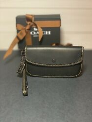 EUC COACH 1941 Collection Glovetanned Leather Wristlet Clutch Black $90.00