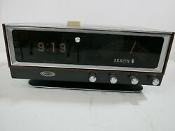 For Parts/repair, Vintage Zenith C472w Solid State Circus Of Sound Clock Radio