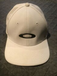 Oakley White Flex Fitted Classic Baseball Cap Size L XL $9.50