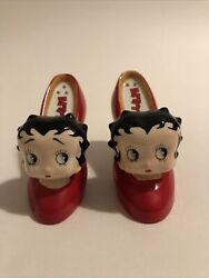 Betty Boop Red High Heel Shoes Ceramic Salt And Pepper Shakers Never Used