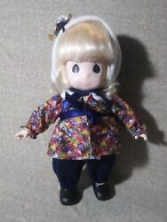 T11 Precious Moments 12 Doll Cute Outfit And Bonnet Blonde Hair Blue Eyes