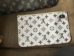Louis Vulten Wristlet Comes With Matching Neverfull $150.00