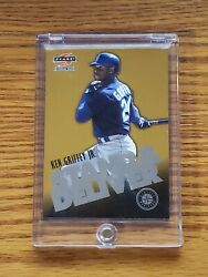 1997 Score Stand And Deliver /225 Gold With Silver Letters Ken Griffey Jr