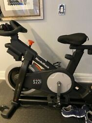 Nordic Track S22i Bike W/ 4yr Warranty- W/ 3 Pd Weightsonly 14 Hrs Of Use And Mat