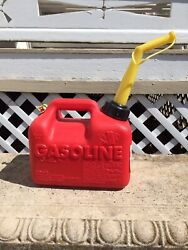 Vintage Chilton P10 Pre-ban Vented 1 Gallon Gas Can Complete Made In Usa