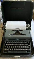 Vintage 1940andrsquos Royal Quiet De Luxe Typewriter Clean With Case And Key For Lock