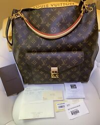 Rare Discontinued louis Vuitton Metis hobo New RECEIPT INCLUDED *SEE ALL PHOTOS $1899.00