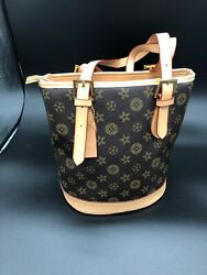 Large Bucket bags for women with zipper in Brown and Tan color $50.00