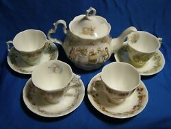 Royal Doulton Brambly Hedge Collection Tea Set Pot And 4 Seasons Cups And Saucers