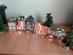 Dept 56 Dickens Village Lot Of 5 Christmas Carol Buildings, Street Lamps And Trees