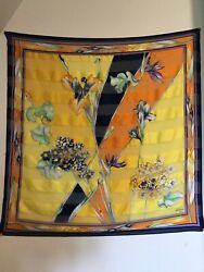 """Vintage Flower Wall tapestry 32""""x32"""""""