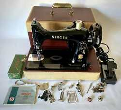 Vintage Singer Sewing Machine 99 Original Carrying Case And Attachments
