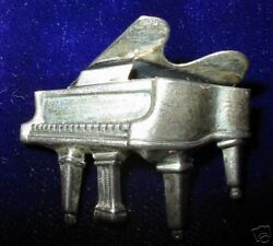 Old Beau Sterling Silver Grand Piano Pin