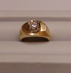 14k Yellow Gold Ring Featuring A Center Round Diamond