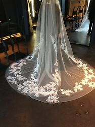 Vera Wang Audrey Butterfly Lace Veil Ivory Authentic Designer Collection 2400