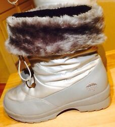 Totes Boots Women#x27;s Size 7M Gray Swan Silver with Faux Fur Lining. $19.99