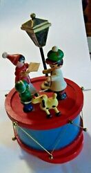 Vintage Russ Wooden Music Box Christmas Carolers And Dog Here Comes Santa Claus