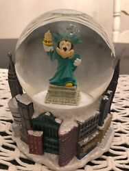Collectible Disney Minnie Snow Globe New York Statue Of Liberty W Twin Towers.