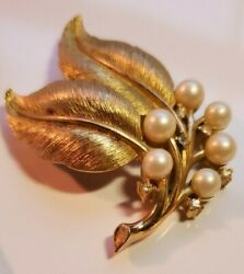 Vintage signed CROWN TRIFARI leaf and pearl pin  brooch in brushed gold tone.